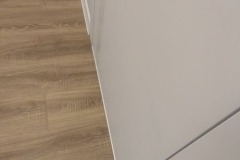 laying-laminate-flooring-in-the-apartment-10