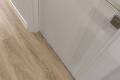 laying-laminate-flooring-in-the-apartment-11