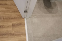 laying-laminate-flooring-in-the-apartment-12