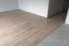 laying-laminate-flooring-in-the-apartment-4