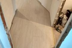 laying-laminate-flooring-on-Prodolny-2-6